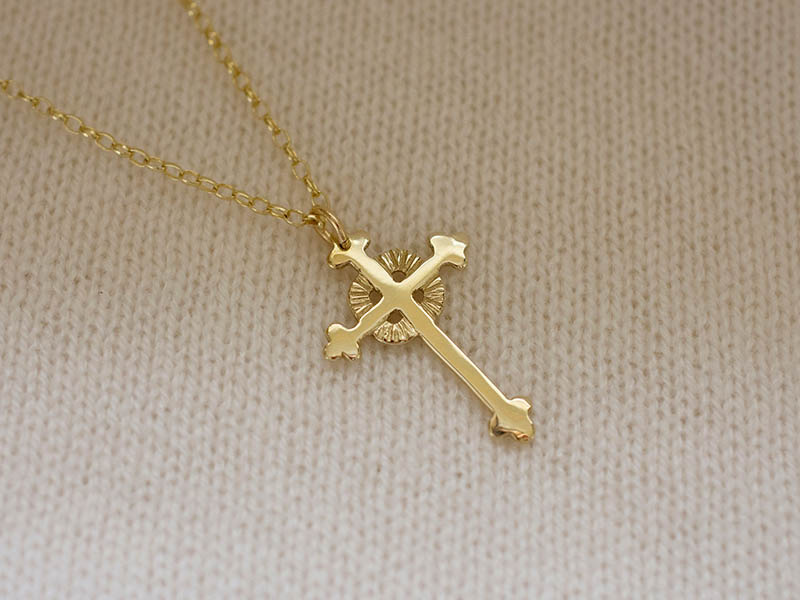 A picture of '18ct Gold Breton Cross Pendant'