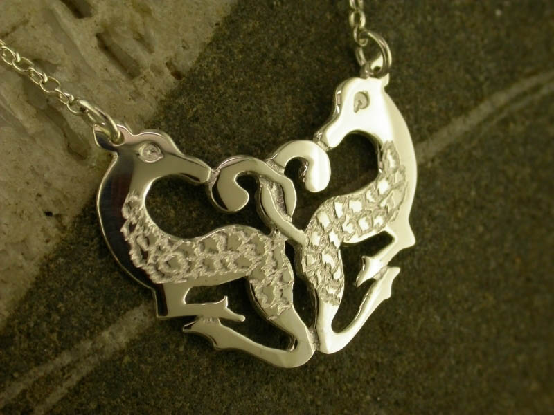 A picture of '18ct Gold Cwm Cych Deer Necklet'