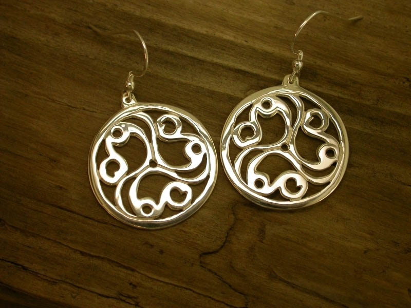 A picture of '18ct Gold Talyllyn Triskele Earrings'