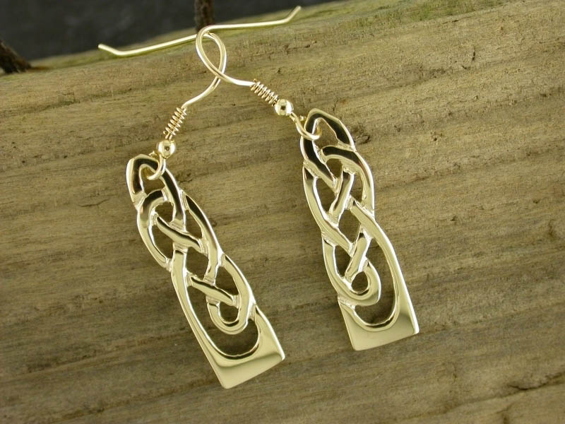 A picture of '18ct Gold White Wheat Earrings'