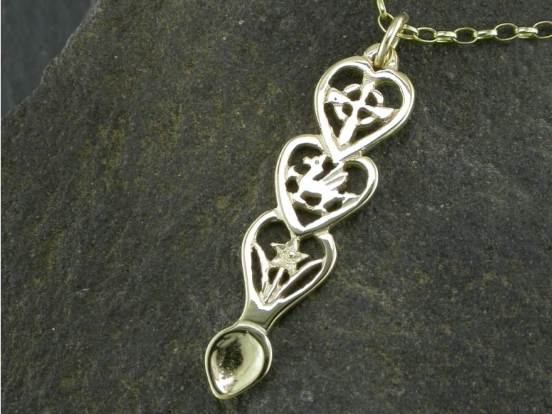 A picture of '18ct Gold Dragon Love-spoon Pendant'