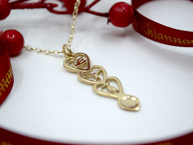 A picture of '18ct Gold Red Kite Love-spoon Pendant'