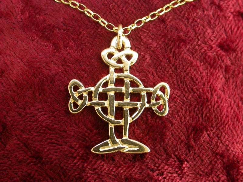 A picture of '18ct Gold Strata Florida Knotted Cross Pendant'