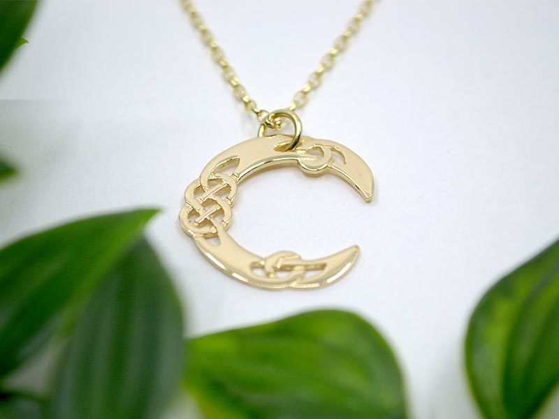 A picture of '18ct Gold Pendant - Initial C'