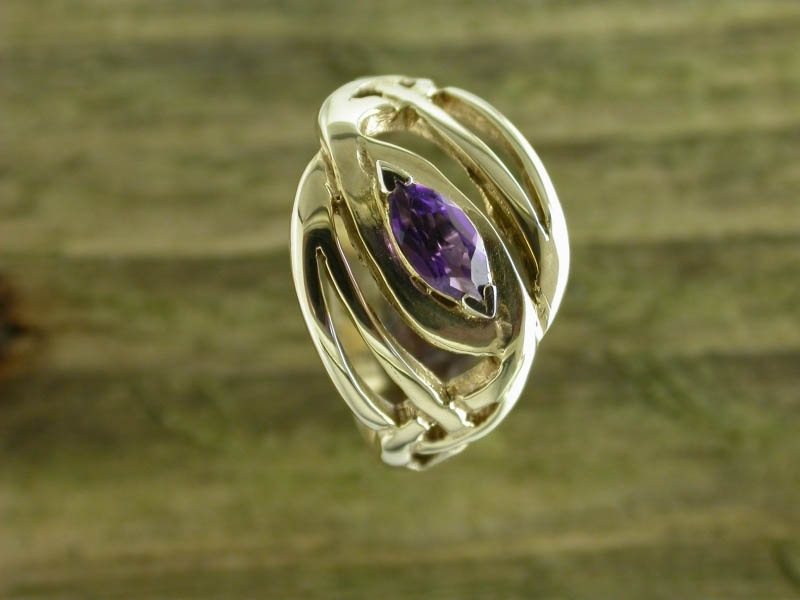A picture of '9ct Gold Llanfair Ring'