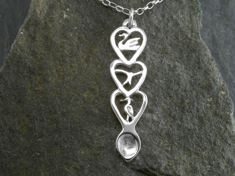 A picture of 'Silver Red Kite Love-spoon Pendant'