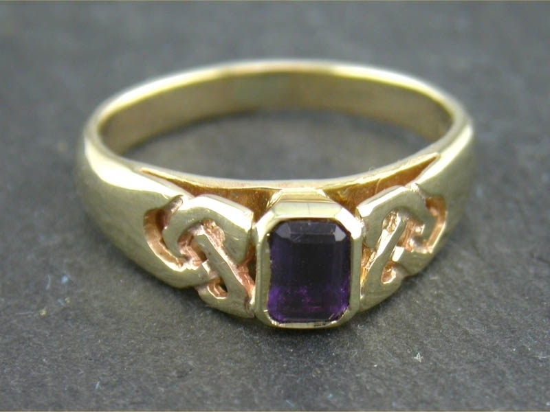 A picture of '9ct Rhiannon Welsh Gold Knotwork Ring'