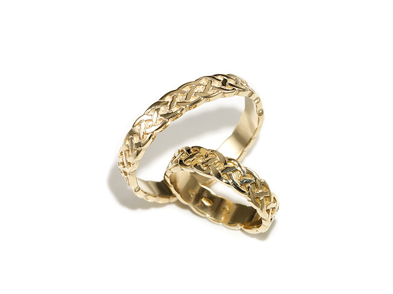 A picture of '18ct Rhiannon Welsh Gold Dyfrdwy Ring'