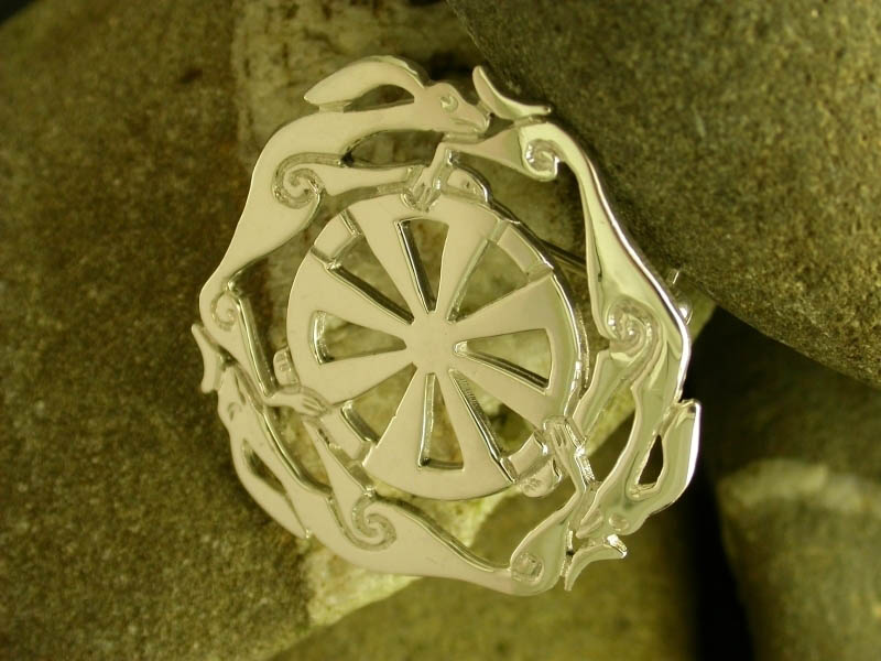 A picture of '9ct Gold Melangell Brooch'