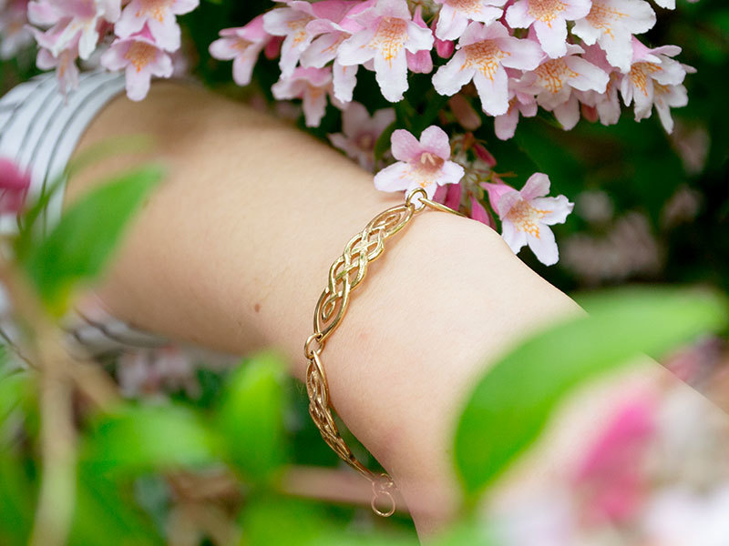 A picture of '9ct Gold Ribidires Bracelet'