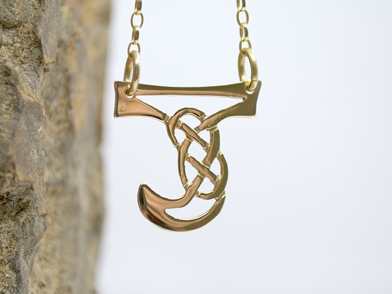 A picture of '9ct Gold Pendant - Initial J'