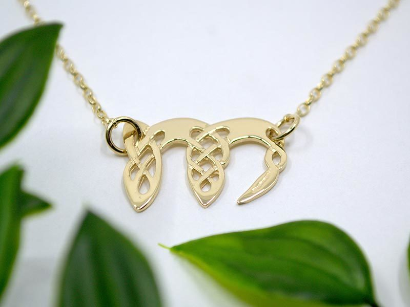A picture of '9ct Gold Pendant - Initial M'