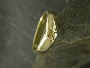 A picture of '18ct Gold Medieval Ring'