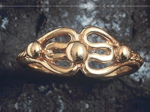 A picture of '9ct Gold Princess Ring'