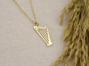 A picture of '18ct Gold Harp Pendant'