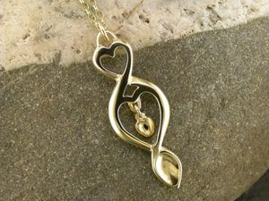 A picture of '18ct Gold Triple Love-spoon Pendant'