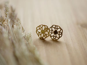 A picture of '18ct Gold Summer Rose Earstuds'