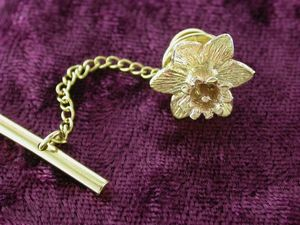 A picture of '18ct Gold Large Daffodil Pin'