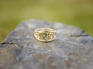 A picture of '9ct Gold Cariad Ring'