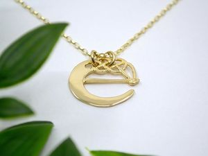 A picture of '18ct Gold Pendant - Initial E'