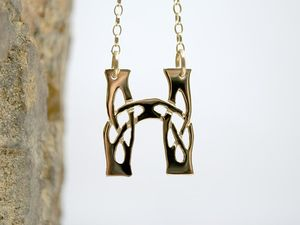 A picture of '18ct Gold Pendant - Initial H'