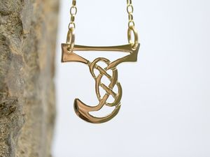 A picture of '18ct Gold Pendant - Initial J'