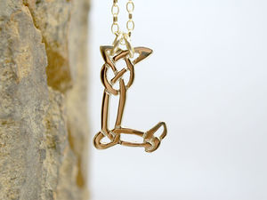 A picture of '18ct Gold Pendant - Initial L'
