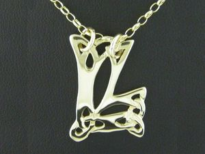 A picture of '18ct Gold Pendant - Initial LL'