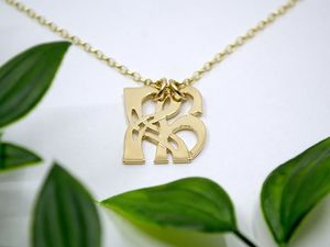 A picture of '18ct Gold Pendant - Initial RH'