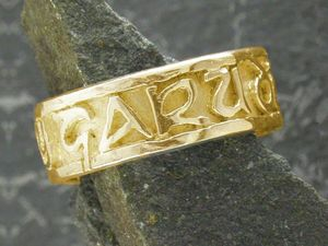 A picture of '9ct Gold Rwyn Dy Garu Di Ring'