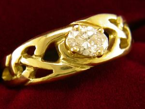 A picture of '9ct Gold Precious Gemstone Llanwenog Ring'