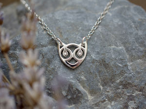 A picture of 'Silver Small Snowdon Cat Necklet'