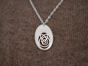 A picture of 'Silver Oval Calon Lân Pendant'