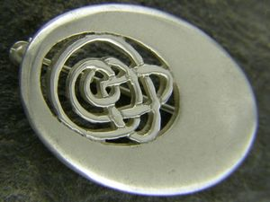 A picture of 'Silver Oval Calon Lân Brooch'
