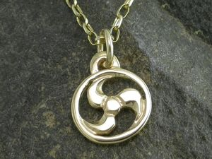 A picture of '9ct Rhiannon Welsh Gold Arberth Pendant'
