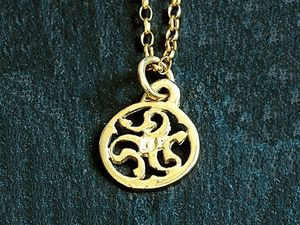 A picture of '9ct Rhiannon Welsh Gold Prysor Pendant'