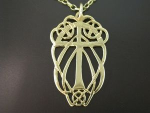 A picture of '9ct Rhiannon Welsh Gold Teilo Pendant'