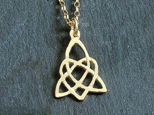 A picture of '9ct Rhiannon Welsh Gold Llanddwyn Pendant'