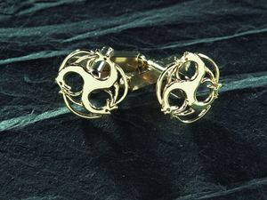 A picture of '9ct Rhiannon Welsh Gold Merlin Cufflinks'