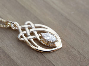 A picture of '9ct Rhiannon Welsh Gold Dolforwyn Pendant'