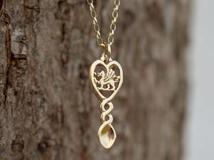 A picture of '18ct Rhiannon Welsh Gold Dragon Love-spoon Pendant'