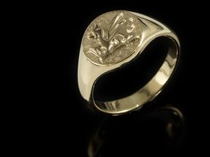 A picture of '18ct Rhiannon Welsh Gold Dragon Signet Ring'