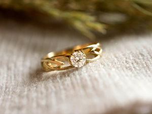 A picture of '9ct Rhiannon Welsh Gold Eiddwen Ring'
