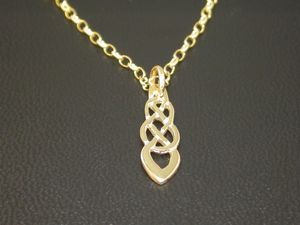 A picture of '9ct Rhiannon Welsh Gold Trefilan Pendant'