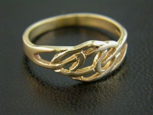 A picture of '9ct Rhiannon Welsh Gold Fyrnwy Ring'