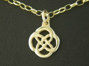 A picture of '9ct Rhiannon Welsh Gold Gwenllian Pendant'