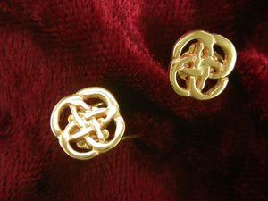 Llun o 'Botymau Clust Gwenllian Aur Cymru Rhiannon 9ct'