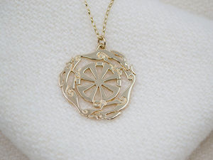 A picture of '9ct Gold Melangell Pendant'