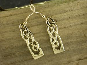 A picture of '9ct Gold White Wheat Earrings'
