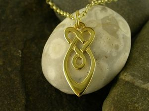 A picture of '9ct Gold Raindrops Pendant'